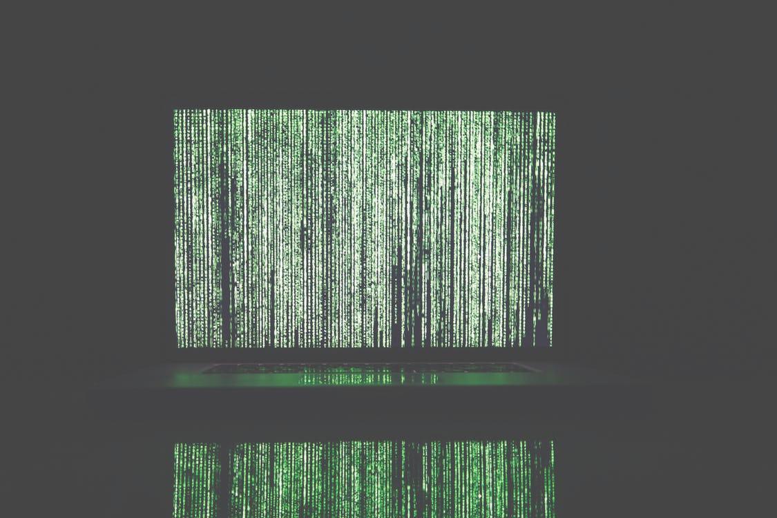 Bildschirm mit grüner Schrift
